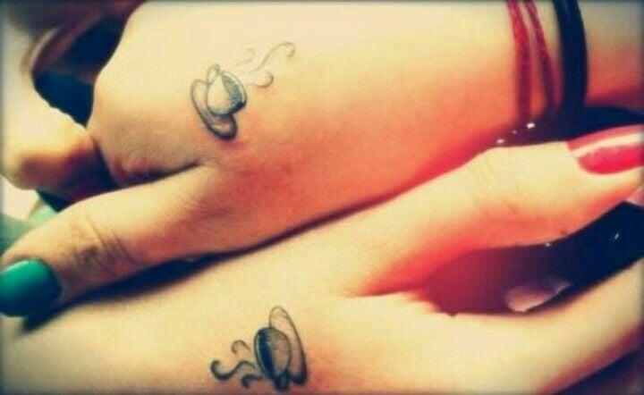 Tatuajes de amigas de tazas de café