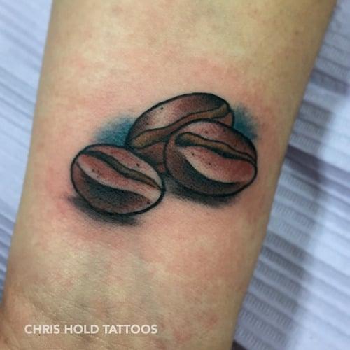 Tatuaje de tres granos de café
