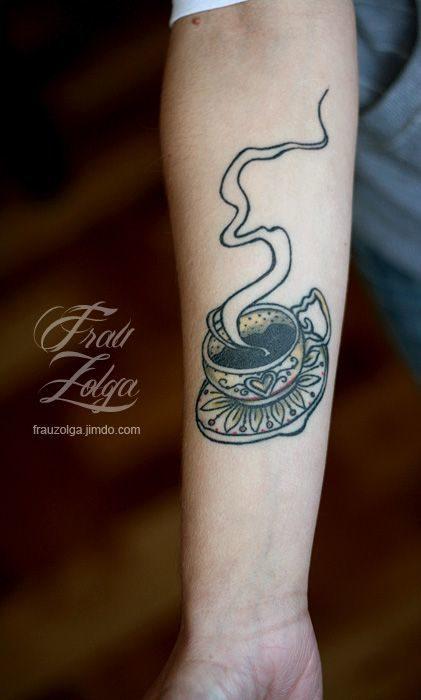 Tatuaje artístico de una taza de café