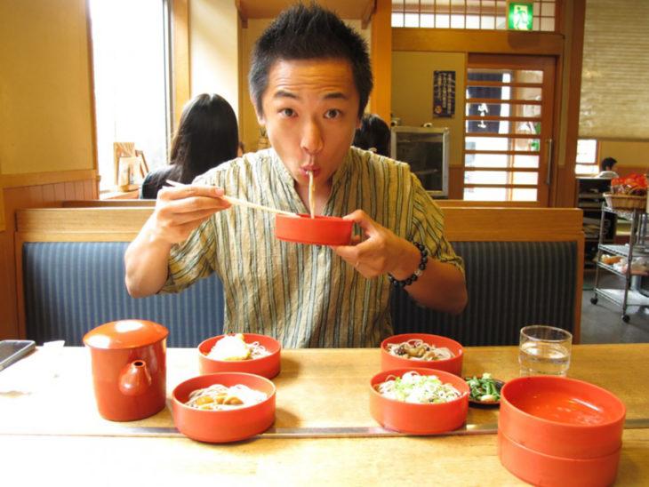 japonés comiendo