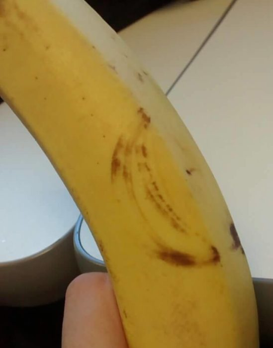 banana con una banana tatuada