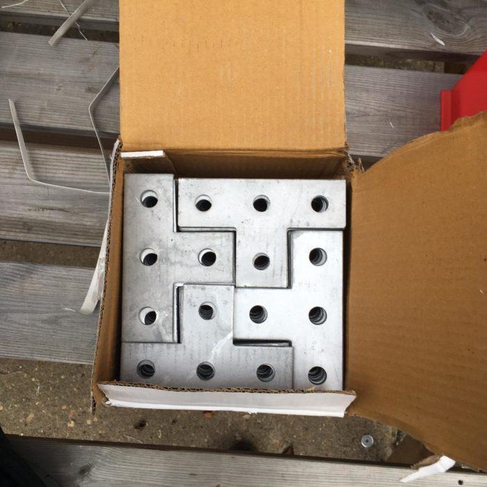 fierros dentro de una caja