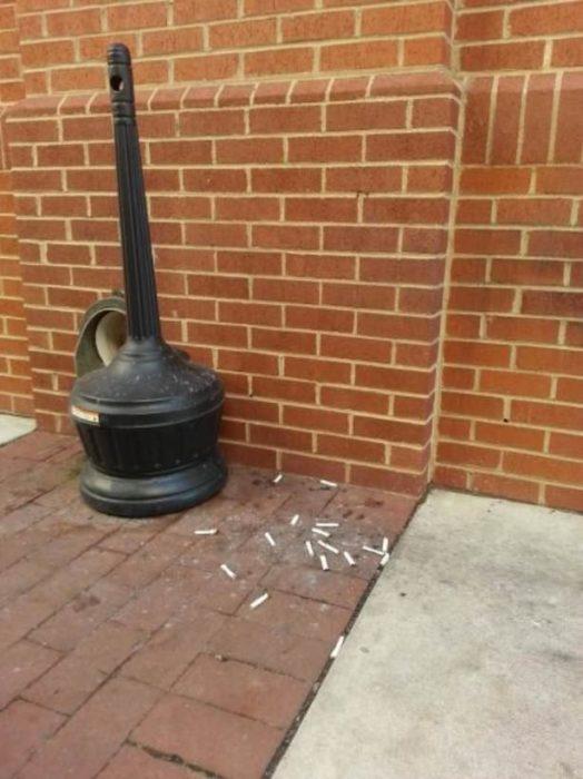 colillas de cigarro tiradas