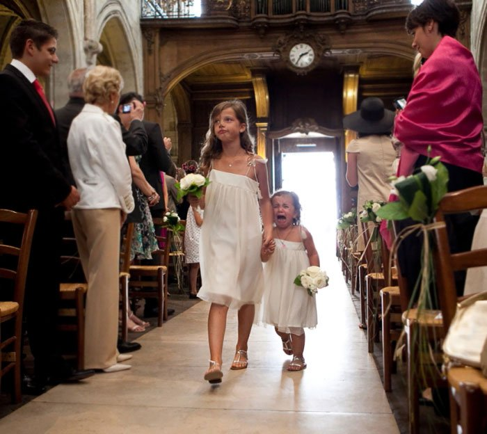 niñas de las flores de boda llorando