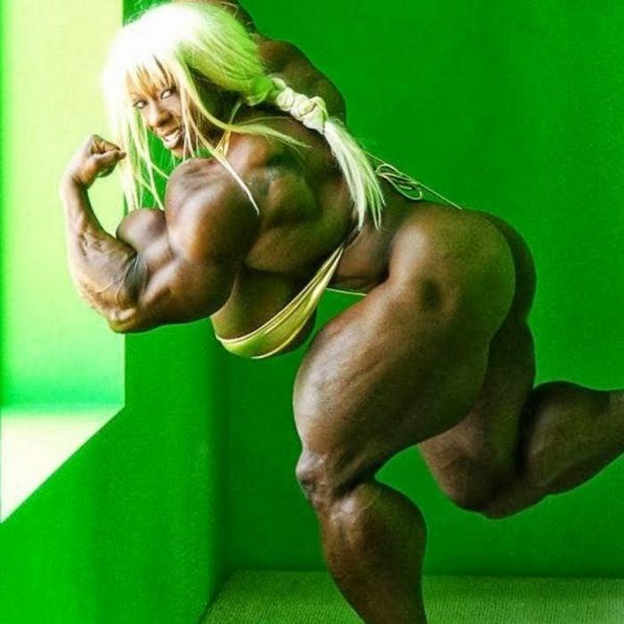 mujer fisicoculturista en fondo de cuarto verde