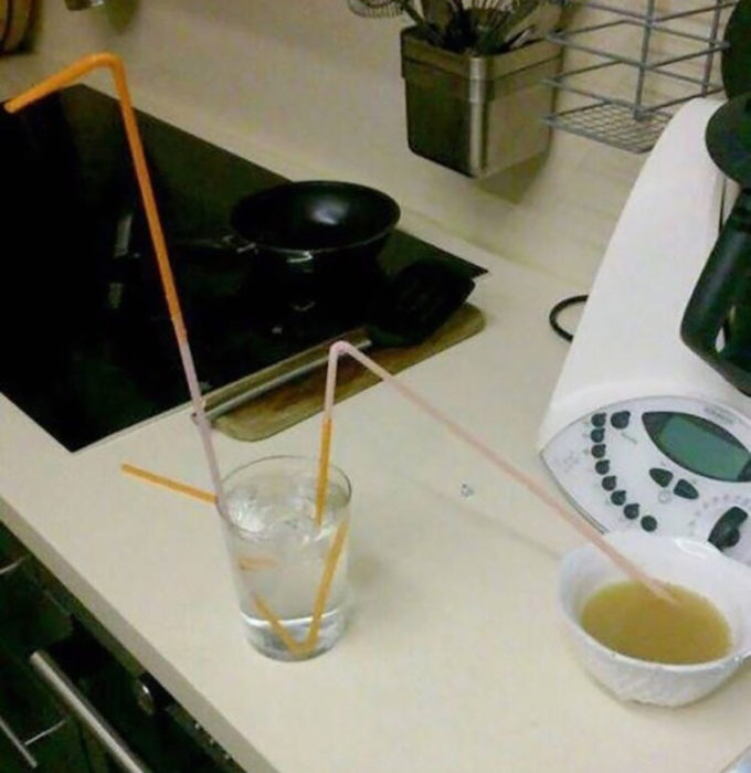 vaso con hielos para tomar cosas calientes