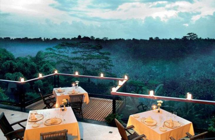 Restaurante en una cima con una vista hermosa
