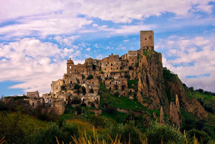 Enorme castillo abandonado
