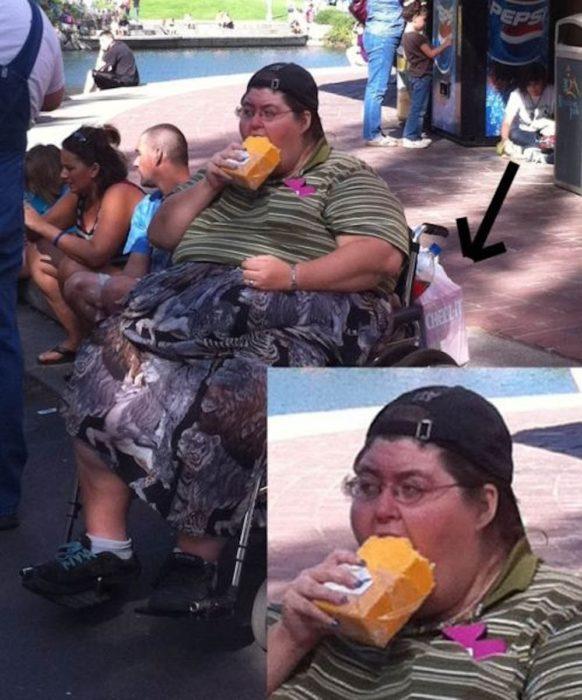 señora comiendo un queso a mordidas