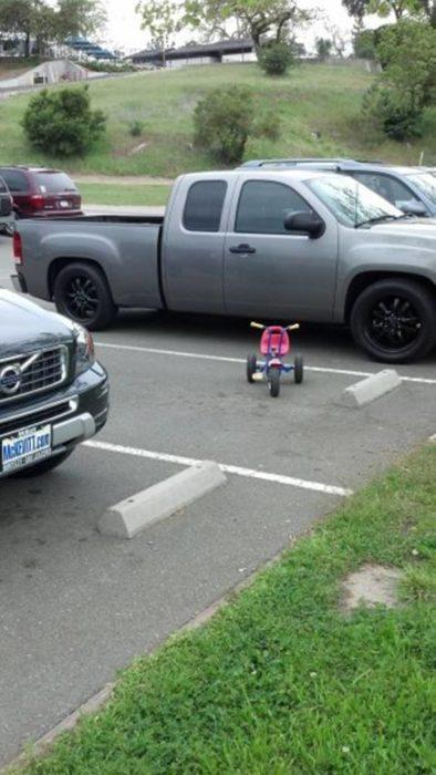 triciclo estacionado
