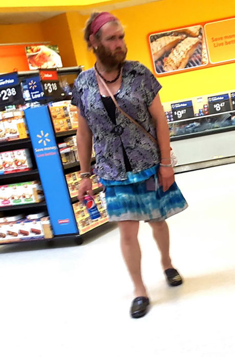 señor vestido de mujer