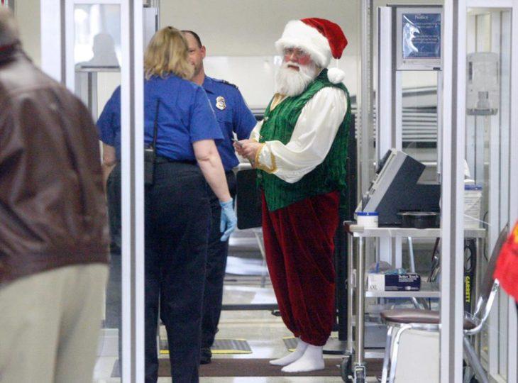 santa claus en el aeropuerto