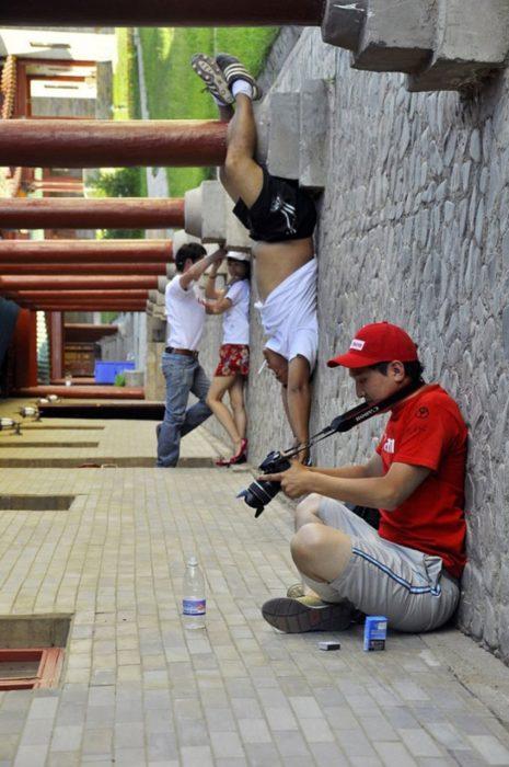 juego de perspectiva con varias personas