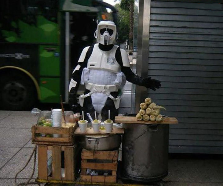 vendedor de elotes vestido de star wars