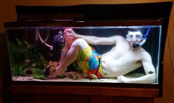 человек в аквариуме