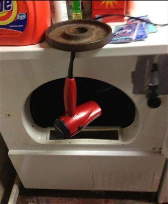 secador de cabello dentro de lavadora de ropa
