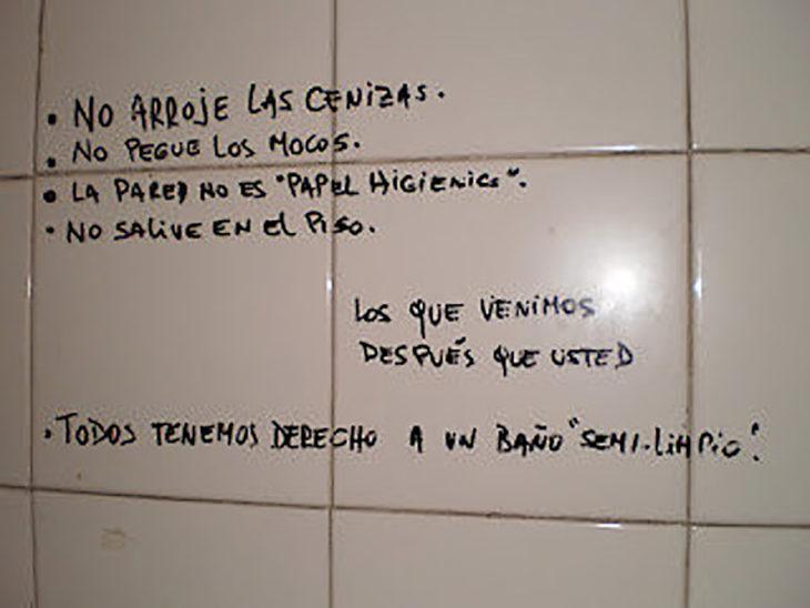 escrituras en un baño