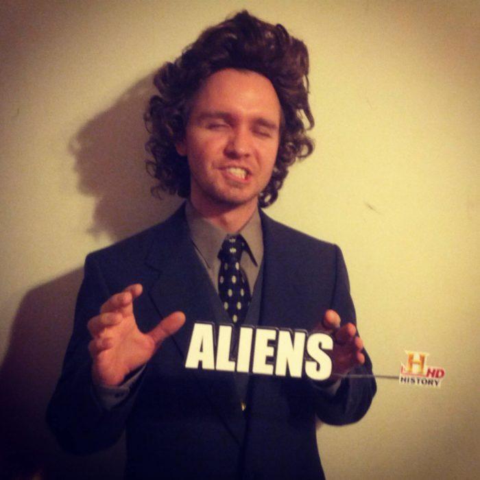 disfraz de hombre de los Aliens de History Channel
