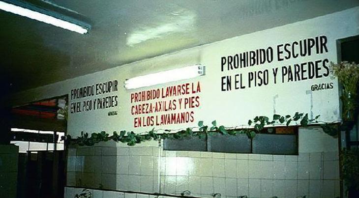 letrero prohibido escupir el piso