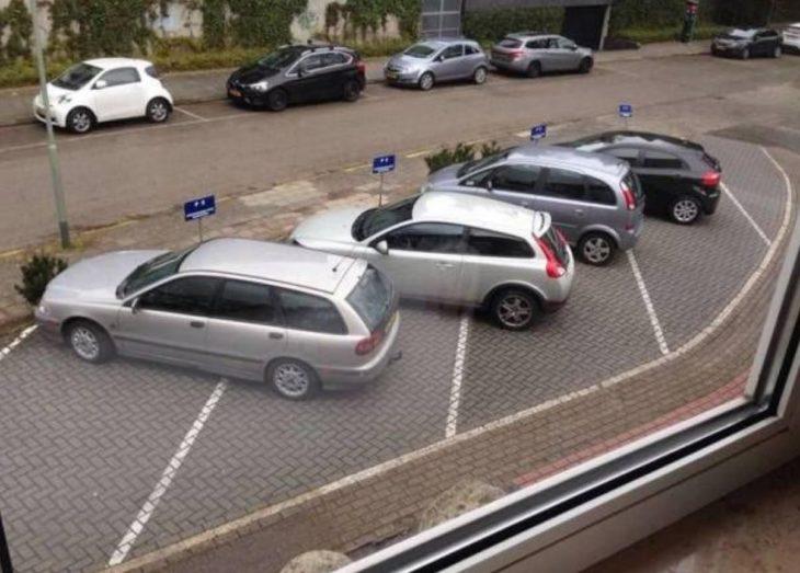 carros mal estacionados