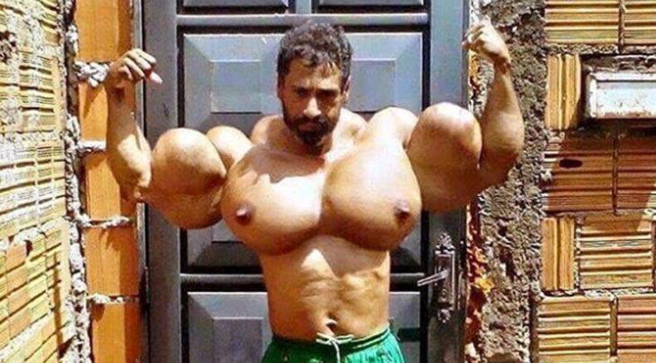 fisicoculturista masculino con pecho muy grande