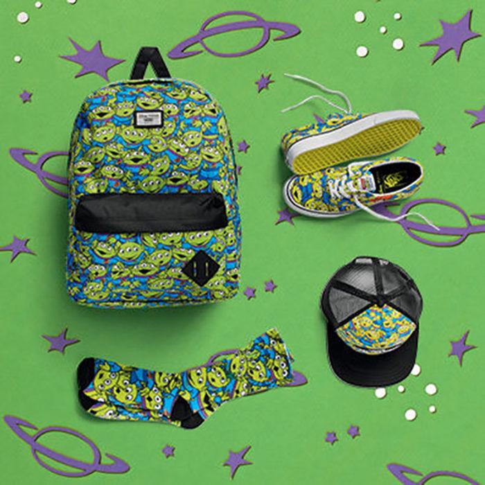 mochila, cachucha y calcetines de marcianos toy story