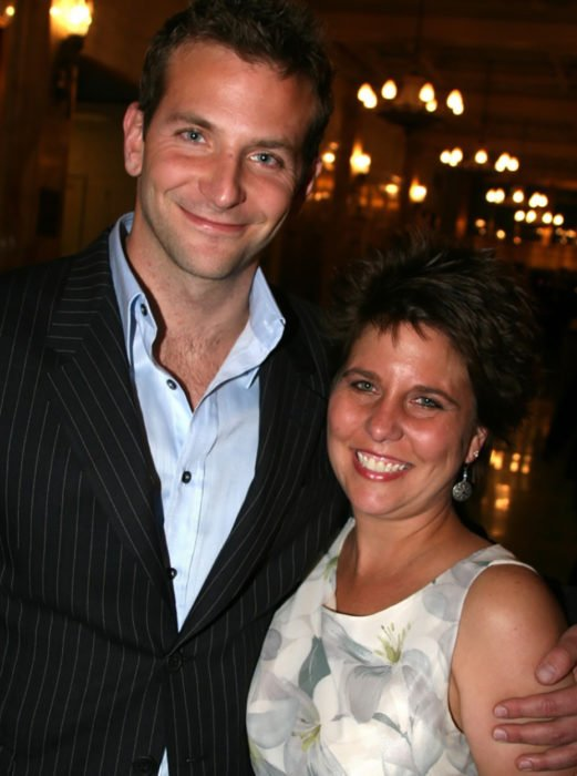 Bradley Cooper y su hermana Holly