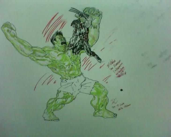 dibujo de hulk en un baño