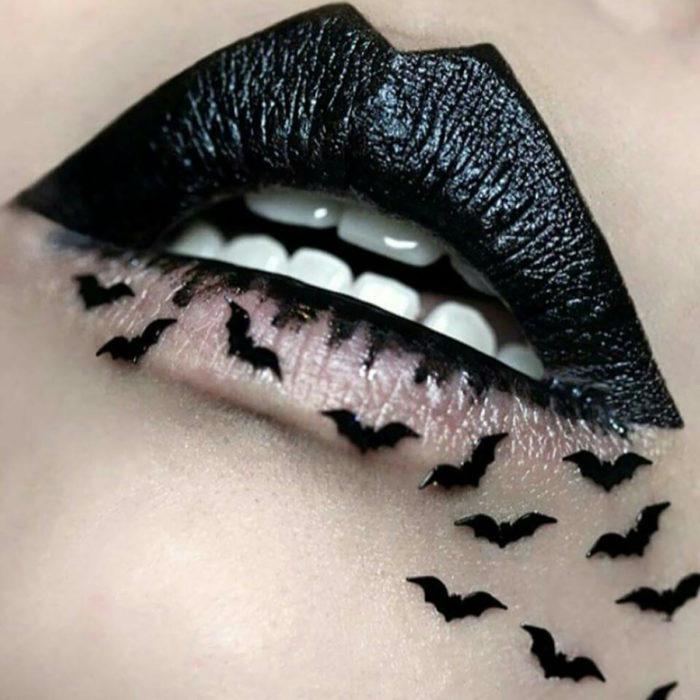 murciélagos pintados en labios