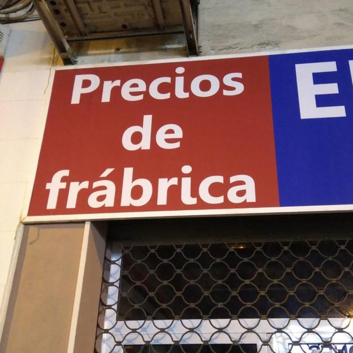 cartel de tienda con mala ortografía