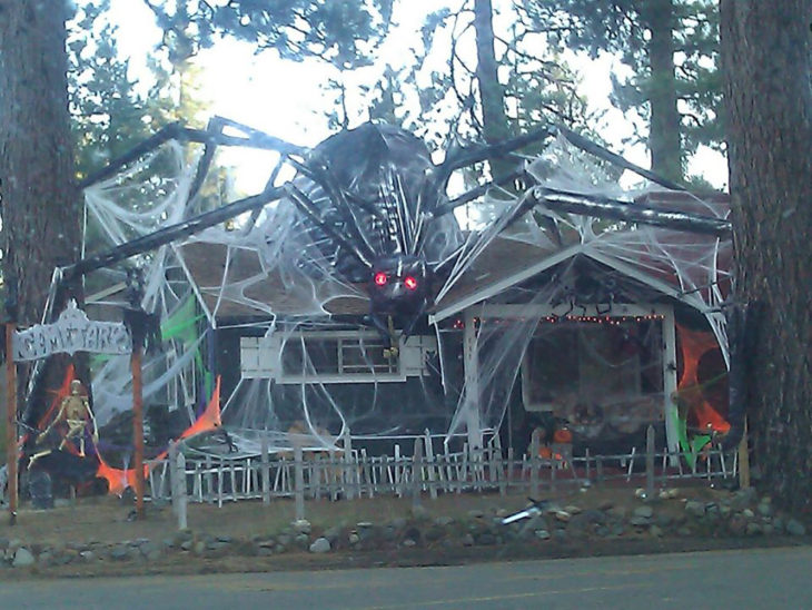17 decoraciones de halloween para hacer que tu casa sea for Como hacer decoraciones de halloween
