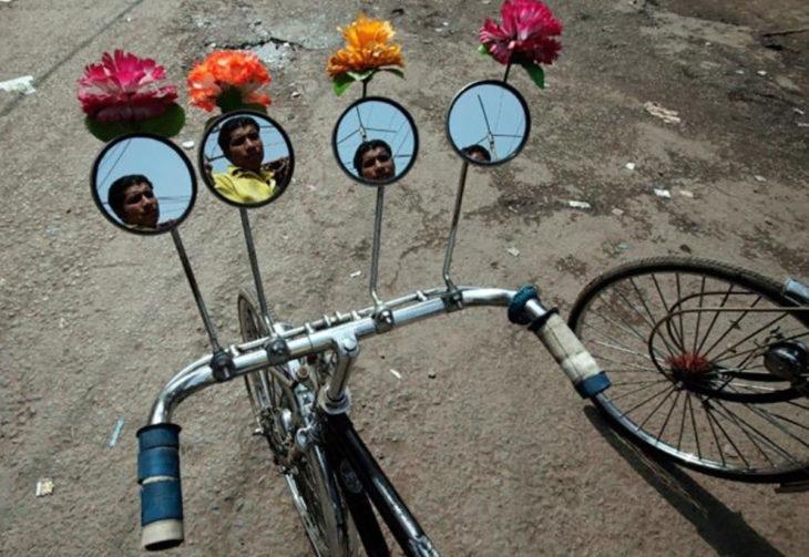 bicicleta con muchos espejos