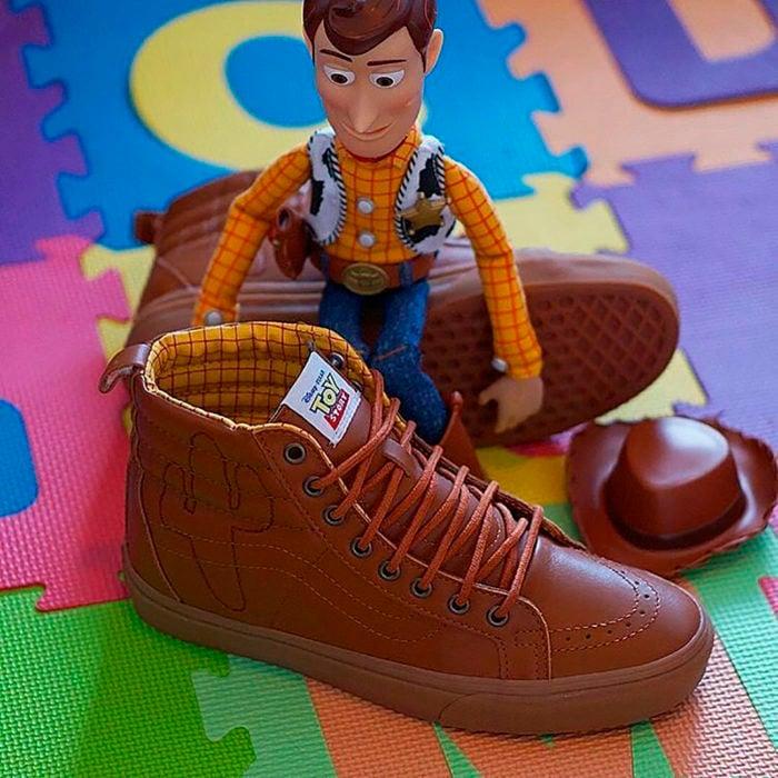 woody con zapatos