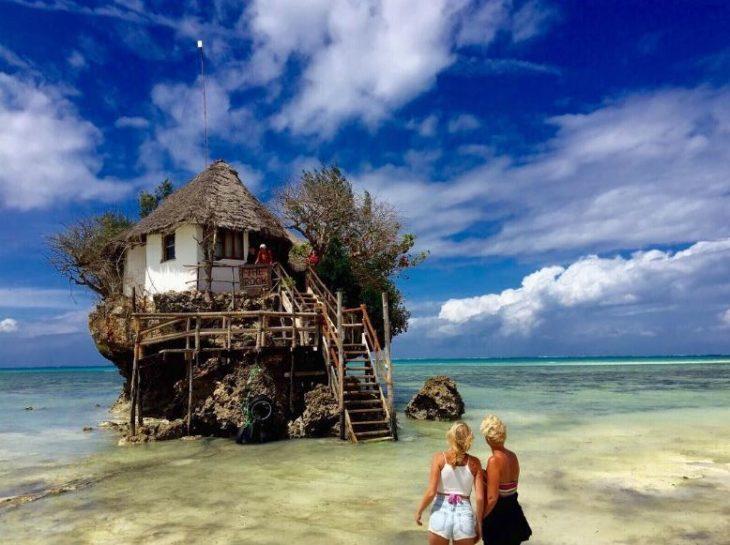 Restaurante en medio del mar