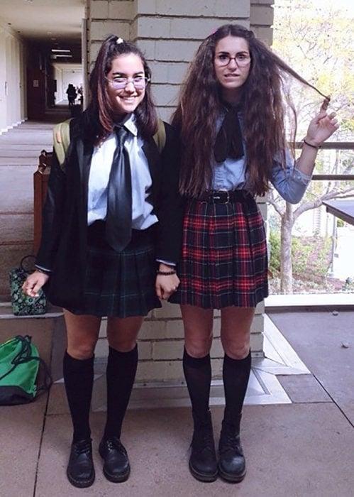 amigas disfrazadas de Mia Thermopolis y Lilly Moscovitz
