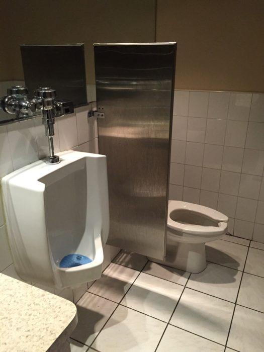 baño sin puerta