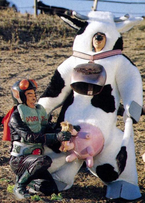 japonés disfrazado de vaca