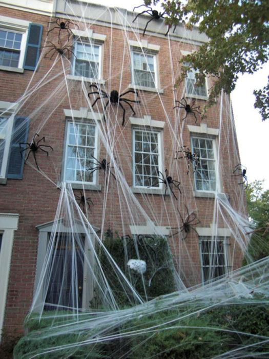 decoración de exterior arañas gigantes