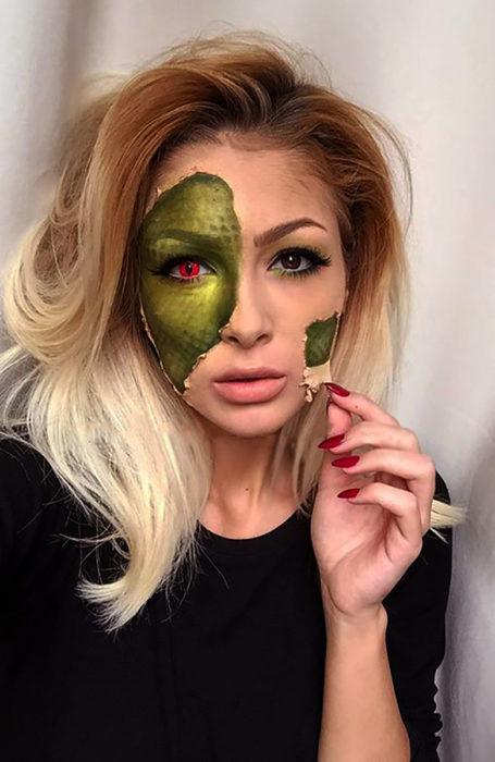 maquillaje de reptiliana
