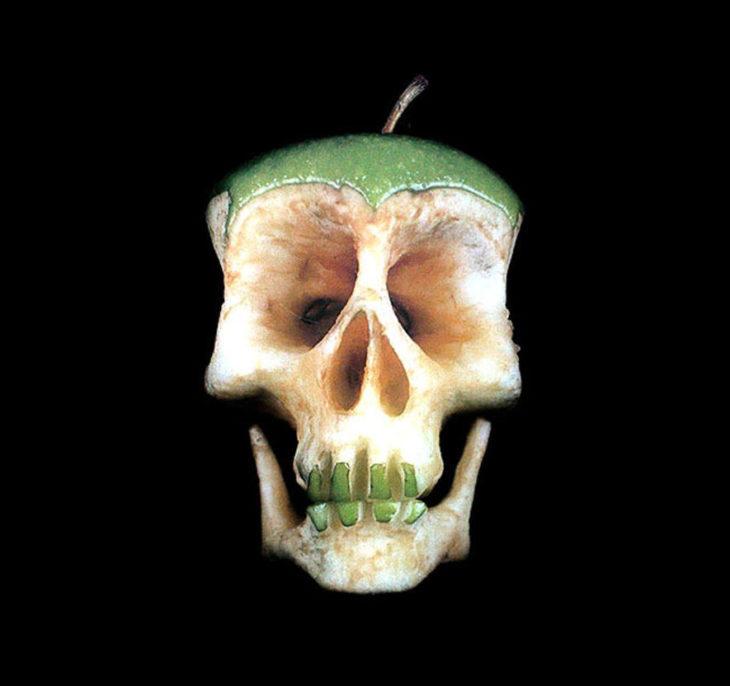manzana con forma de cráneo