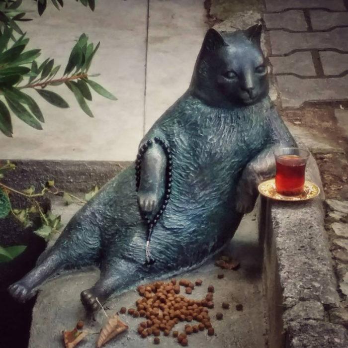 estatua de gato