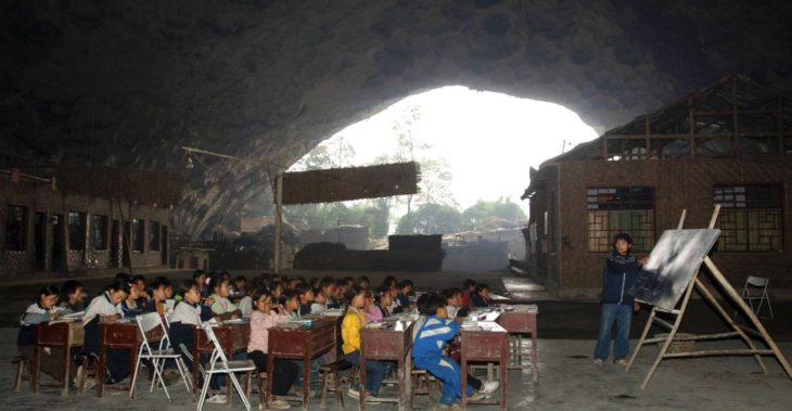 escuela dentro de una cueva