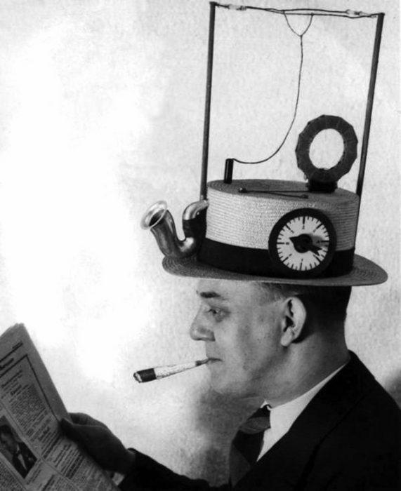 sombrero con radio portátil