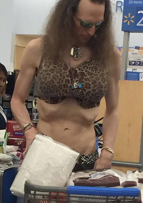 travesti en centro comercial