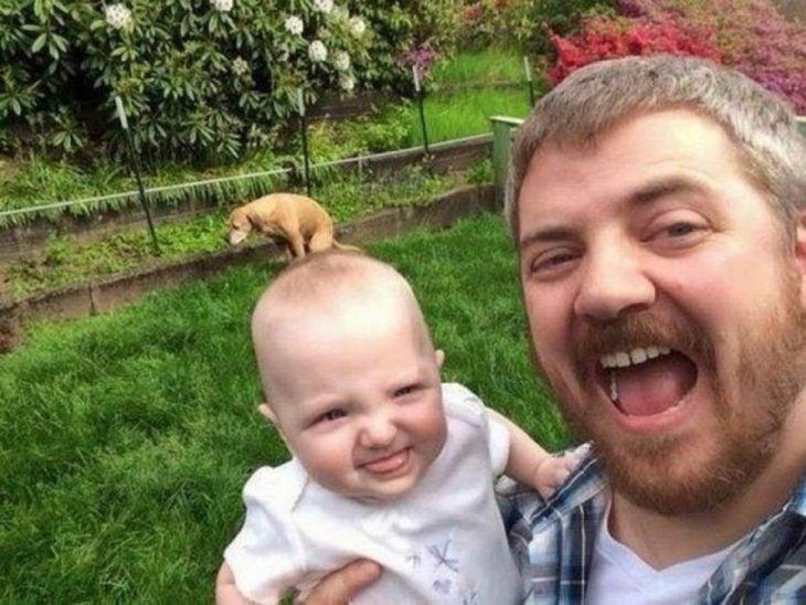 selfie de papá, hija y perro
