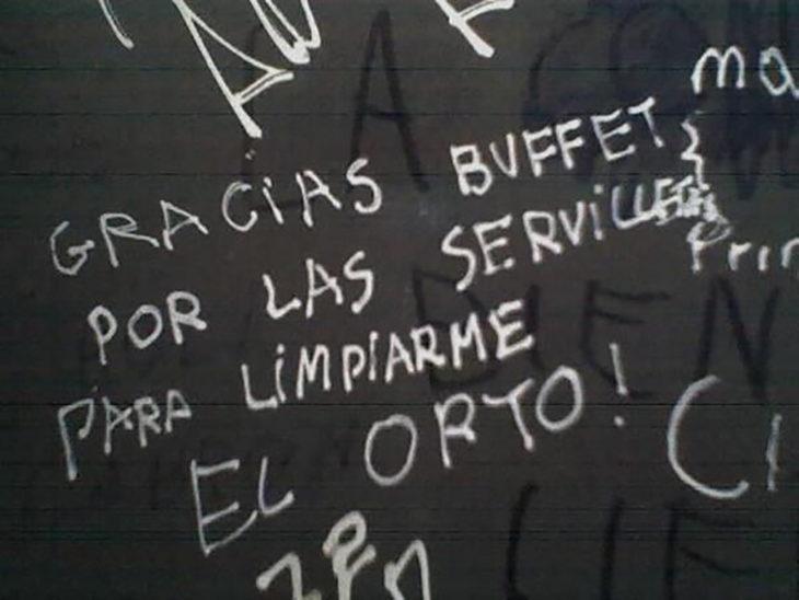 graffiti letras negras en fondo blanco