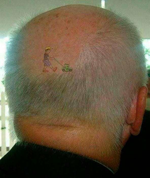 tatuaje podadora en hombre calvo