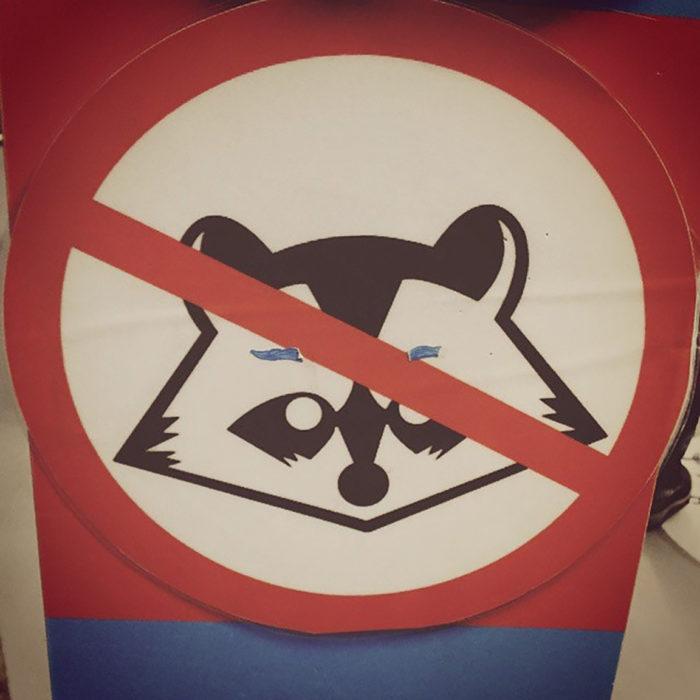 señal de se prohíben mapaches