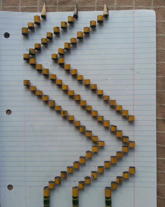 lápices cortados formando figuras geométricas