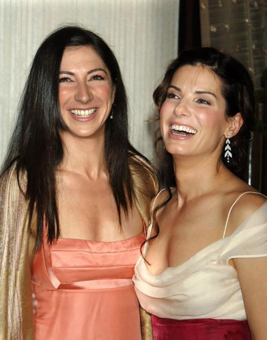 Sandra Bullock y su hermana Zhezin